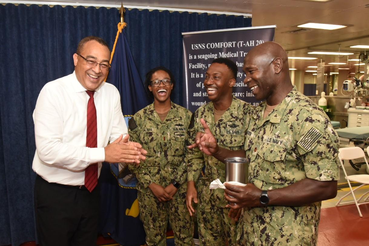 Three Jamaicans On Us Navy Hospital Ship Give Back