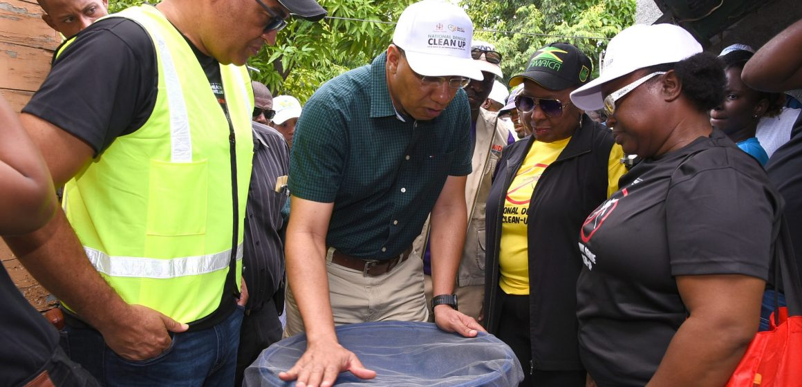 PM Leads Dengue Clean-up In Grants Pen