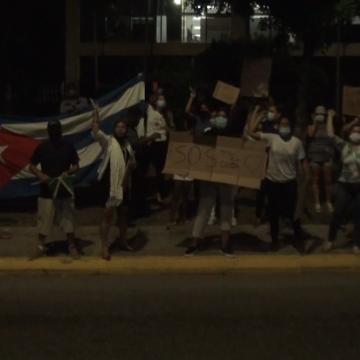 Cubans in Jamaica Protest Outside Cuban Embassy