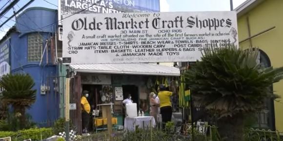 Craft Vendors Get Little Business in Ochi